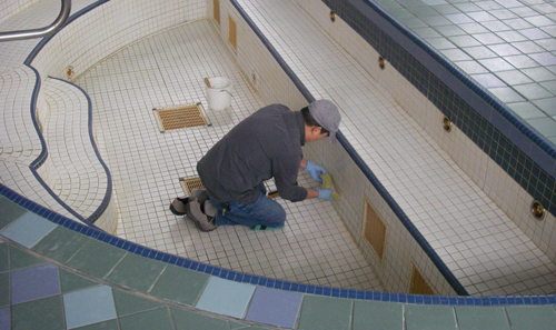 Pool-Tile-Cleaningl